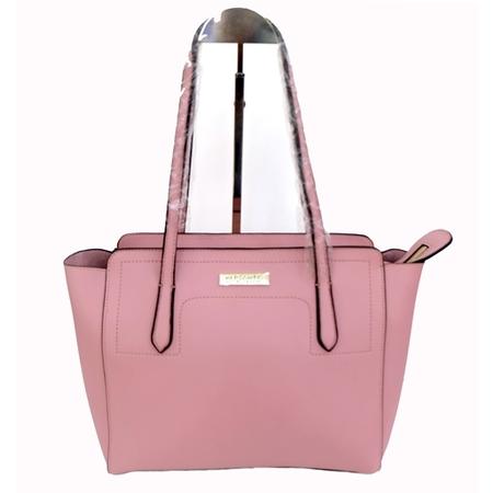 สาววันศุกร์กับกระเป๋าสะพายข้างสีชมพู