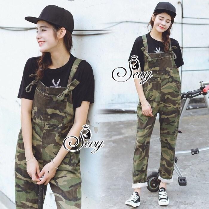 เสื้อยืดสีดำ เอี๊ยมลายทหาร ลุคสาวชิค ใส่ชิวๆในวันหยุด แนวสาวเกาหลี