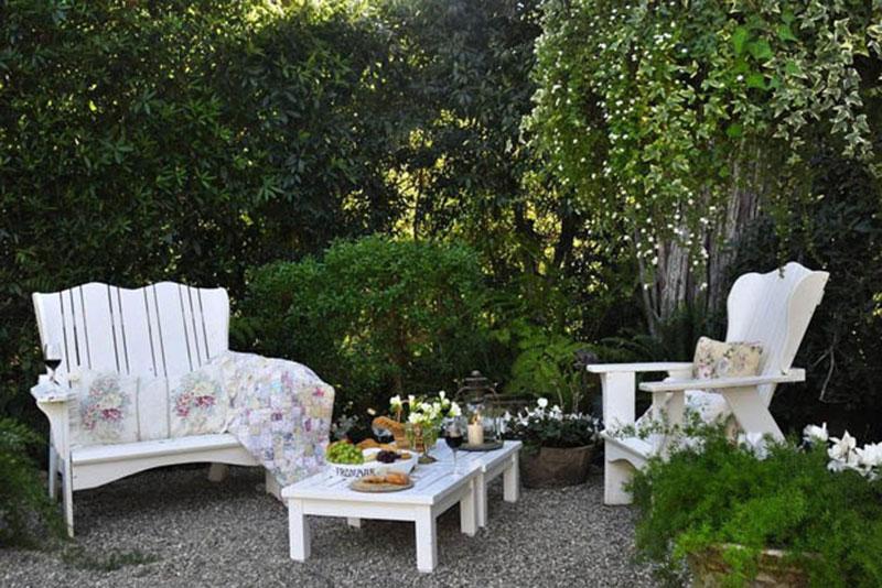 ุมุมนั่งเล่นในสวน