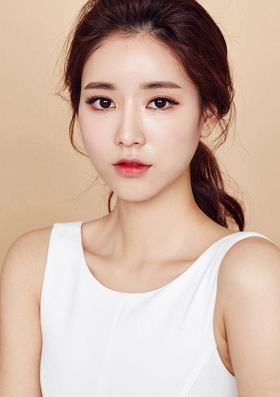 สาวเกาหลี-เครื่องสำอาง inisfree