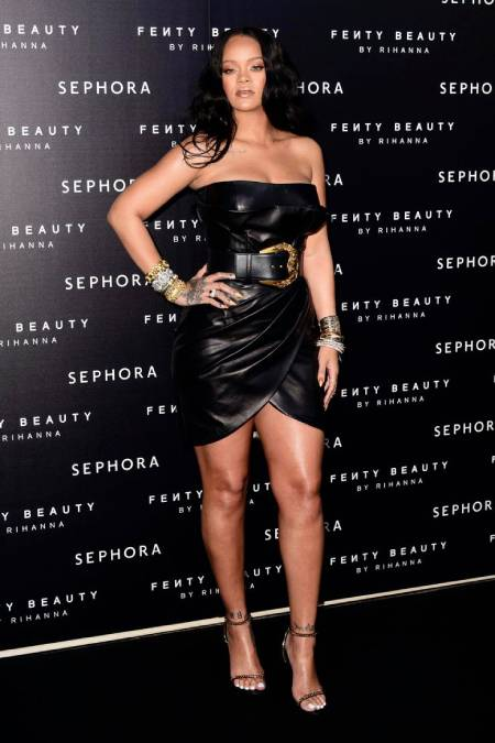 rihanna - black dress