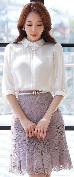 เสื้อขาวกับกระโปรง