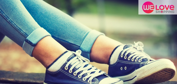 รองเท้าผ้าใบ-กางเกงยีนส์