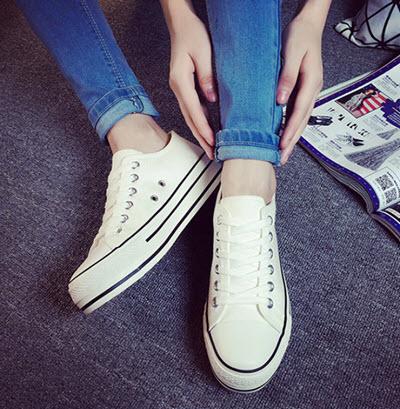 รองเท้าผ้าใบ-กางเกงยีนส์-02