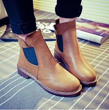รองเท้าสีน้ำตาล